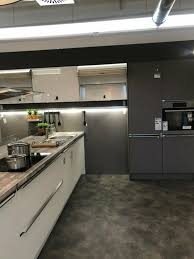 küchen insel einbauküche matt weiß und schwarz küche möbel xxxl