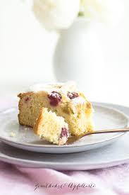 ganz einfach und blitzschnell rhabarber himbeer marzipan kuchen