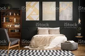 moderne holzschlafzimmer stockfoto und mehr bilder beige