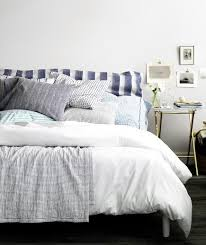 23 Decorating Tricks For Your Bedroom Bed With Blue And White Linens