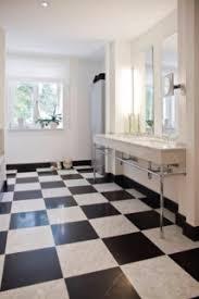 warme bad optik schwarz weiße fliesen contemporary