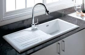 evier de cuisine en evier de cuisine blanco coupure cuisine blanc plan de travail gris