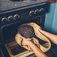 was tun wenn der kuchen verbrannt ist