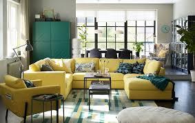 canap jaune ikea grand canapé jaune en u installé au centre d un séjour salle à