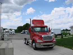 FREIGHTLINER TANDEM AXLE DAYCAB FOR SALE | #7023