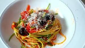 Schnelle Kã Che Mit Rachael Rezepte Europa In Meiner Küche Rezept 2 Schnelle Zucchini Linguine Mit Tomaten Sauce