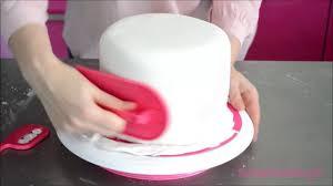 comment recouvrir un gâteau de pâte à sucre scrapcooking