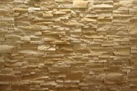 steinwand im wohnzimmer natürliche wanddekoration mit steinen