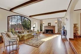 wohnzimmer mit feuerraum in luxus englisch tutor haus 958112