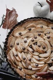 veganer apfel nusskuchen mit schokolade zuckerfrei