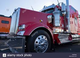100 Truck Tractor Bright Shiny Red Classic Bonnet American Fancy Big Rig Semi Truck