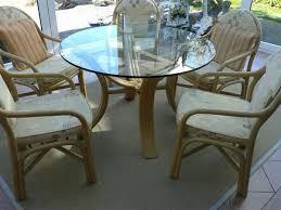 wintergarten esszimmer rattan stühle tisch
