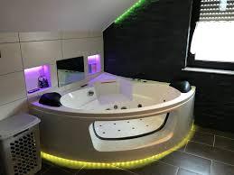 zeig dein hue das wohl bunteste badezimmer hueblog de