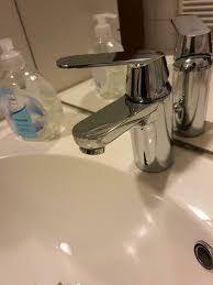 wasserhahn badezimmer wasser