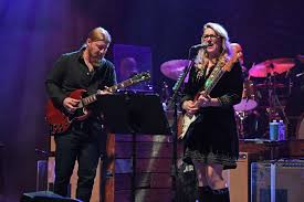 100 Derek Trucks Father Tedeschi Band Announce 2019 Tour Dates Rolling Stone