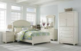 Broyhill Fontana Dresser Craigslist by Broyhill Attic Heirlooms Sleigh Bed Farnsworth Bedroom Inspired