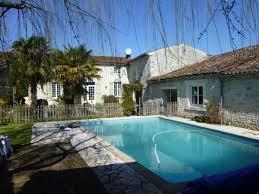 chambres d hotes charente 16 le jardin du cluzeau piscine à merignac
