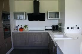 cuisine grise et plan de travail noir cuisine grise plan de travail blanc newsindo co