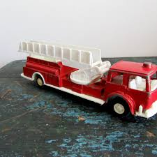 Tootsietoys Pictures - JestPic.com Vintage Tootsie Toy Fire Trucks Country Tazures Toys Pickup Trucks Lot 9 Vtg 1970s Diecast Plastic Jeep Uhaul Panel Otsietoy Red Hook And Ladder Truck Facing Front Right Otsietoy Aerial With Extension 1940s Tootsietoy 236 Lofty Antique Water Tower 1920s 4 Color Version Hubley Ladders From The 1930s For Sale Pending Prewar Tootsietoys Article By Clint Seeley