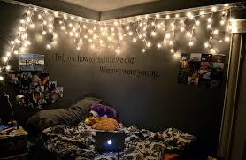 I Love The Idea Of Fairy Lights And Want To Pit Some In My Room Like This Itd Be Pretty Unique