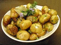 cuisiner des pommes de terre ratte pommes sautées aux herbes la recette facile par toqués 2 cuisine