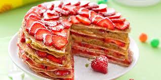 dessert aux fraises gâteau de crêpes fraises rhubarbe recettes femme actuelle