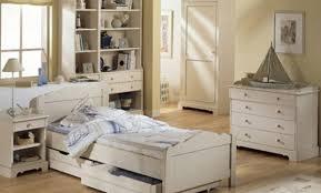 chambre bois blanc déco chambre bois blanc vieilli 17 etienne chambre bois