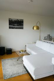 sofa modern wohnzimmer einrichten wohnzimmer ideen goldene