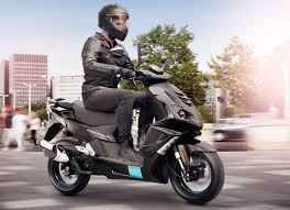 MAHINDRA IS EYEING THE PREMIUM TWO WHEELER MARKET IN INDIA AND IT COULD RIVAL VESPA WITH LAUNCH OF PEUGEOT SCOOTERS BY 2017