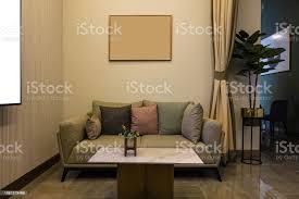 luxus modernen wohnzimmer mit möbeln bilderrahmen sofa dekoration in der nacht home interior designhintergrund stockfoto und mehr bilder