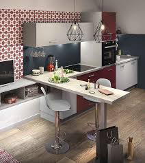 tv dans cuisine un coin snack idéal pour prendre le petit déjeuner ou poser