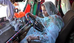 100 Female Truck Driver Shamim Bhai Becomes The First Professional Female Truck