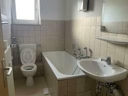 große 3 zimmerwohnung mit mansardenzimmer und separaten bad zu vermieten wir renovieren für sie