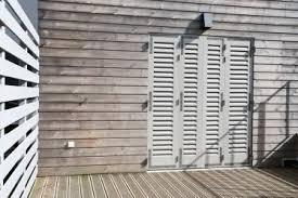 volet battant persienne bois fabricant français de fermetures bois sur mesure volets porte de