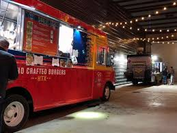 100 Food Trucks In Houston Trucks Triumphantly Roll Back Into Popular EaDo Bar After Ban