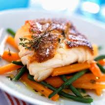 cuisiner le dos de cabillaud à la poele recette dos de cabillaud poêlé aux petits légumes facile
