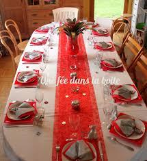 nappe de table noel avec d coration noël pour une atmosph re