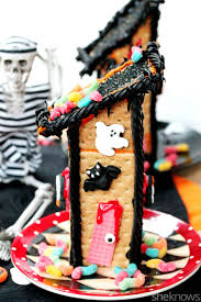 Spooky Halloween Tombstone Names by How To Make A Scary Halloween Haunted House Out Of Graham Crackers