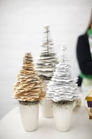Christmas Tree Books Diy by 12 Charming Ways To Use Books As Holiday Decorations Decoration