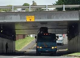 100 Truck Stuck Under Bridge Tight Fit Stuck Under Auckland Bridge NZ Herald