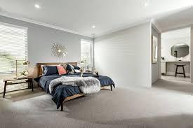 grauer teppichboden für elegantes flair in einem modellhaus