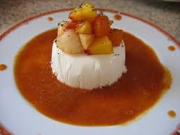 dessert aux fruits d ete bavarois aux fruits d été accompagné de coulis la cuisine