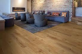 klick vinylboden robuster bodenbelag modernes design