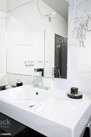 moderne waschbecken im badezimmer stockfoto und mehr bilder architektur