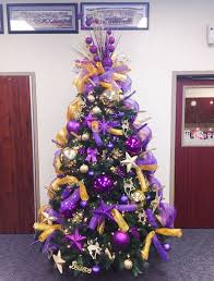 Another Elegant Christmas Tree With The Splash Of Gold And Purple Deco Mesh Totally Rock This Green