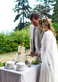 A Simple Rustic Wedding Cake