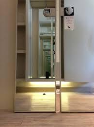 dies ist eine vollständig geschlossene badezimmer tür