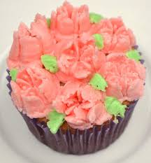 Vanilla Cupcakes Buttercream Frosting Beautiful Decorating With Russian Style Piping Tips Bakery