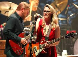 100 Derek Trucks Father Homecoming Boston Crowd Gives Norwells Susan Tedeschi And Band A