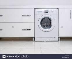badezimmerschränke stockfotos und bilder kaufen alamy
